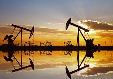 Petróleo pierde 3% tras suba de reservas en EEUU
