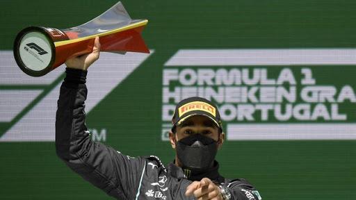 Hamilton gana en Portugal su segunda carrera de tres esta temporada