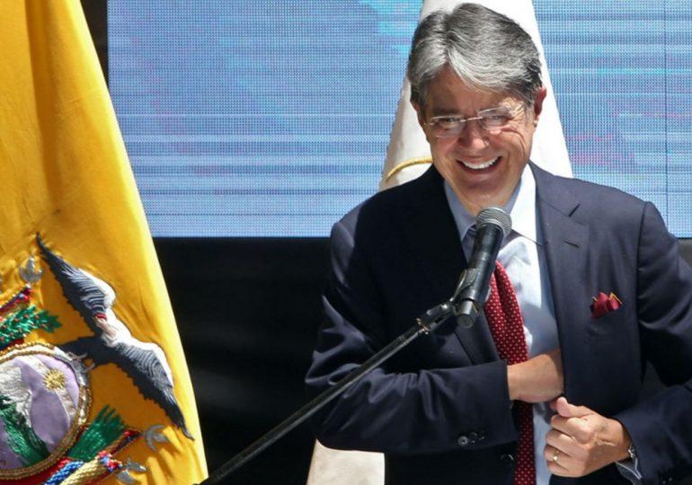 Presidente de Ecuador viaja a EEUU para someterse a operación de la médula espinal