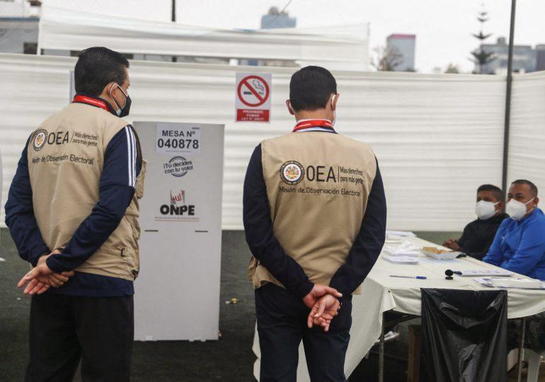 Perú vota entre Fujimori y Castillo en su elección más incierta