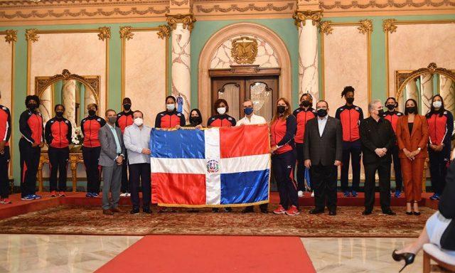 Presidente Abinader recibe en el Palacio a Las Reinas del Caribe