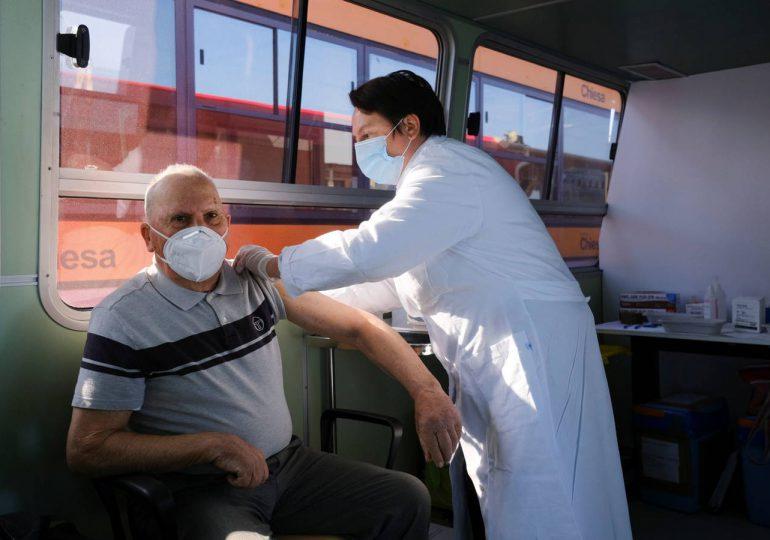 Italia limita el uso de AstraZeneca a mayores de 60 años
