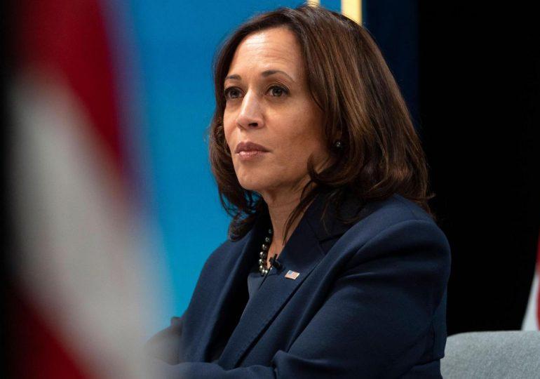 Harris dice que no hay soluciones rápidas para la migración ilegal a EEUU