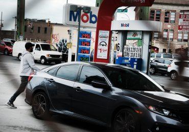 Gasolina, autos, ropa: los precios se disparan en EEUU