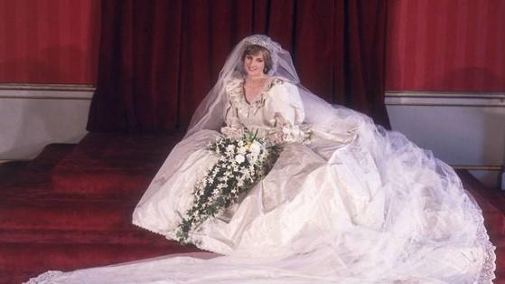 Ceden el vestido de novia de la princesa Diana a una exposición de moda