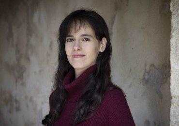 """Carissa Véliz: """"Regalando privacidad construimos la arquitectura para una dictadura imbatible"""""""