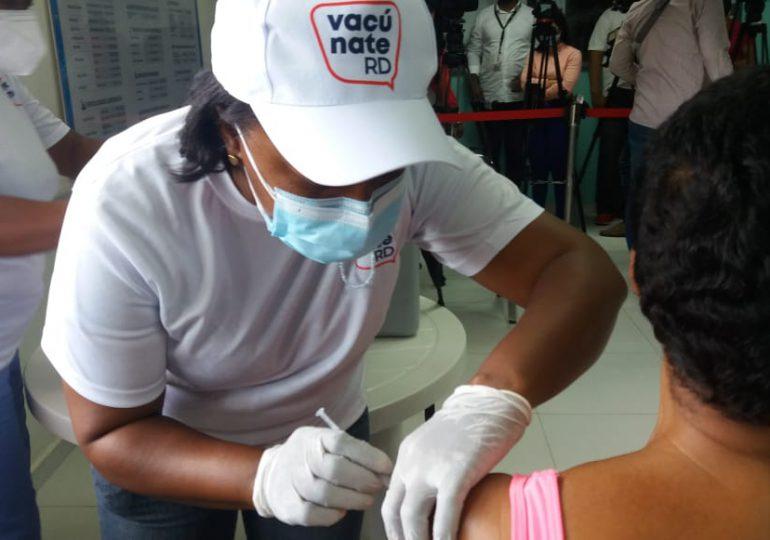 Presidente Abinader dice jornada especial de vacunación comunitaria es ejemplo a seguir
