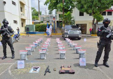 DNCD detiene a siete personas y ocupan 168 paquete de presunta cocaína en Barahona