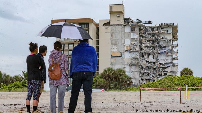 Nuevo balance en edificio derrumbado de Florida pasa a cinco muertos y 156 desaparecidos