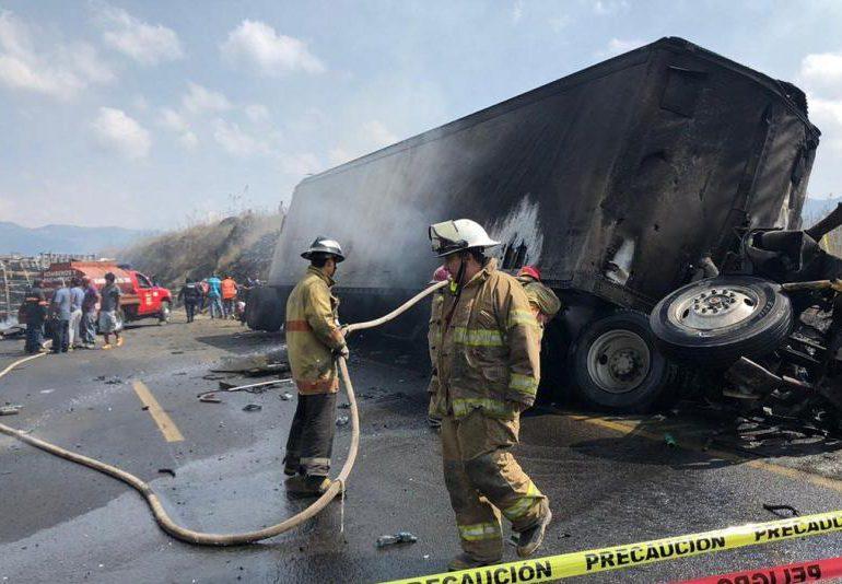 Al menos 12 muertos deja accidente de carretera en el norte de México
