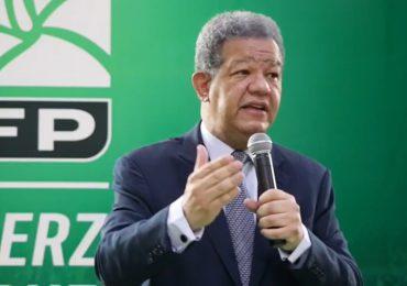 Leonel Fernández se une a la campaña de vacunación contra el COVID-19