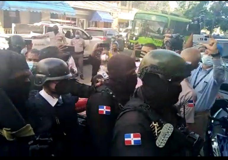 VIDEO   Llegada de Jean Alain al Palacio de Justicia de Ciudad Nueva