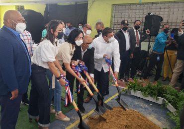 Primera dama y ministro de Deportes dan primer palazo para construcción del Centro Comunitario Deportivo Capotillo