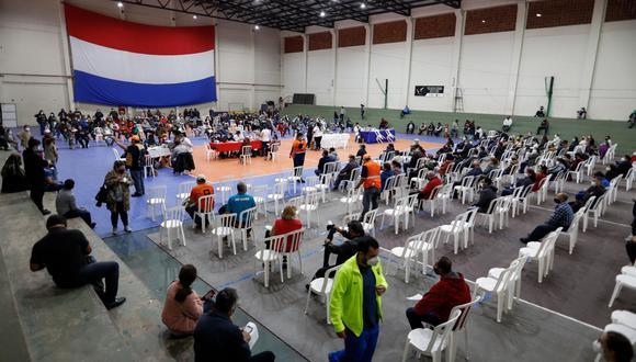 Incidentes en los centros de vacunación de Paraguay ante el aumento de casos de covid-19