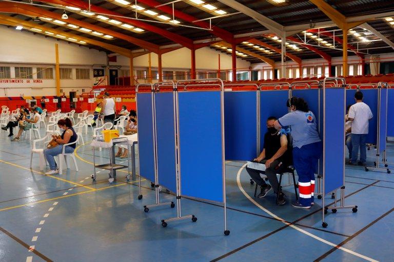 OMS advierte nivel de vacunación contra COVID-19 en Europa no es suficiente para evitar rebrote