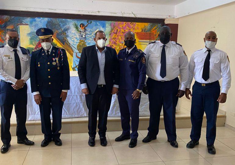Alcalde Carlos Guzmán anuncia medidas para remozamiento de los bomberos de SDN