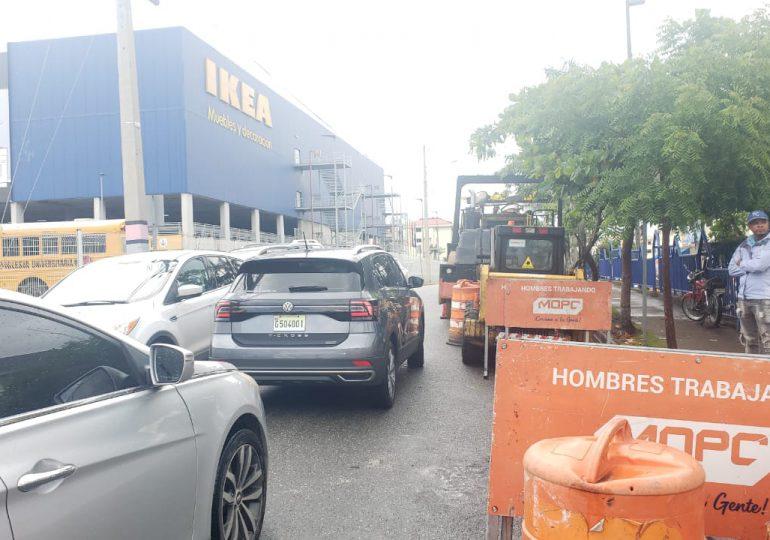 VIDEO   Equipos pesados del MOPC permanecen en calle Bienvenido García Gautier, tras asfaltado en la zona