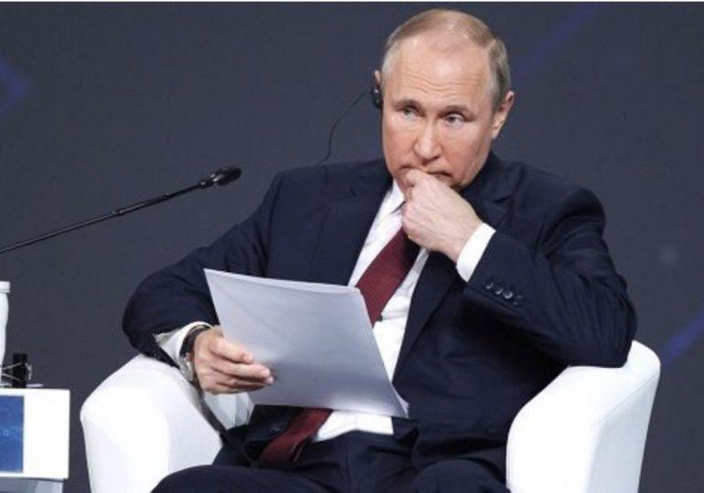 Putin lamenta politización en torno a la vacuna rusa y las consiguientes prohibiciones