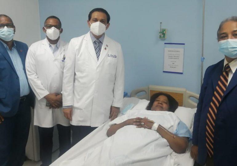 Ministro de Salud visita a Mercedes Castillo en Hospital Ramón de Lara