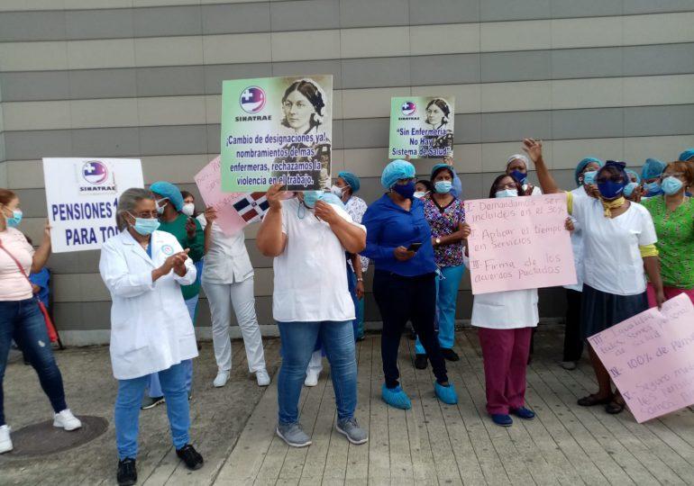 VIDEO | Enfermeras en hospital Darío Contreras realizan paro en reclamo de aumento salarial
