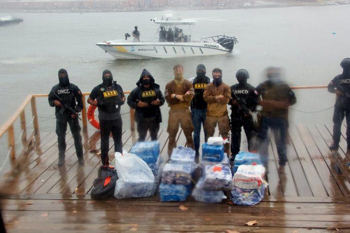 DNCD y Armada ocupan 488 paquetes de cocaína en el mar