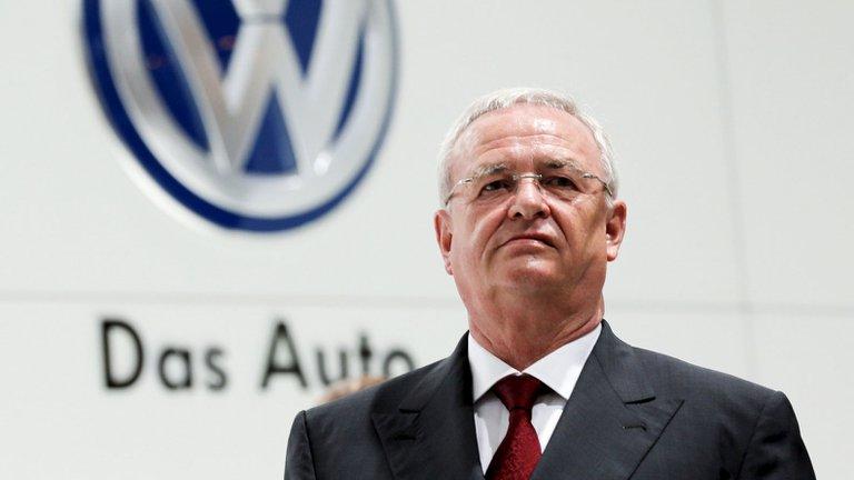 Expresidente de Volkswagen pagará suma récord al grupo por el Dieselgate