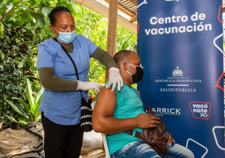 Pueblo Viejo apoya jornadas de vacunación en comunidades de Sánchez Ramírez
