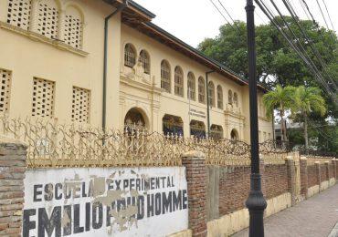 Minerd concluirá plazo remozamiento Escuela Emilio Prud Homme