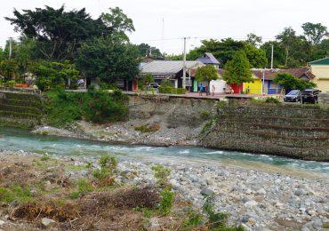 INDRHI levanta muro de gaviones en río Yuna para proteger a familias de Monseñor Nouel