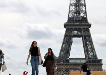 Franceses salen a la calle sin mascarilla, mientras pandemia no cede en Paraguay, Brasil y Rusia