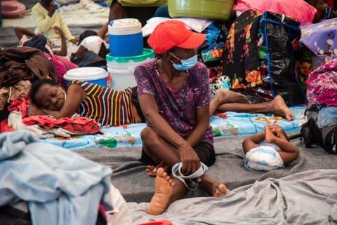Haitianos huyen de la guerra urbana