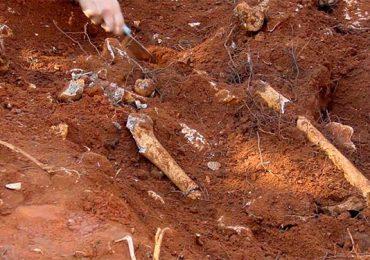 Hallan 182 tumbas sin nombre en terrenos de un tercer internado de Canadá