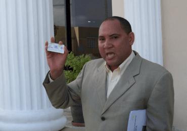 Se entrega Hilario Amparo vinculado a estafa contra miembros de la familia Rosario