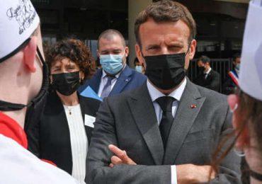 Hombre que abofeteó al presidente francés condenado a cuatro meses de prisión