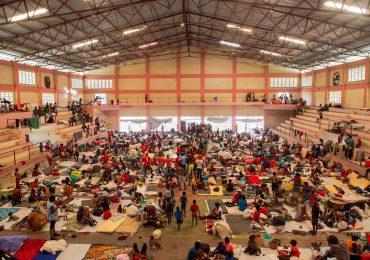 Miles de haitianos huyen de las pandillas y se refugian en otros barrios