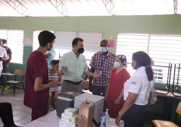 Ministro Bisonó valora esfuerzo del gobierno para vacunar y dar asistencia  durante jornadas