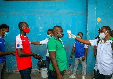 """OPS alerta """"fuerte aumento"""" de casos y muertes por covid-19 en Haití"""