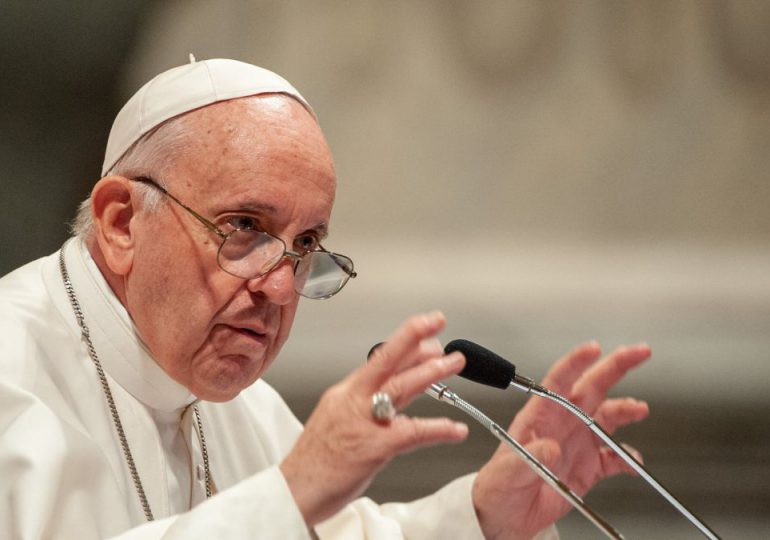 """Papa afirma al pueblo cubano que está """"cerca"""" en estos """"momentos difíciles"""" y llama al """"diálogo"""""""
