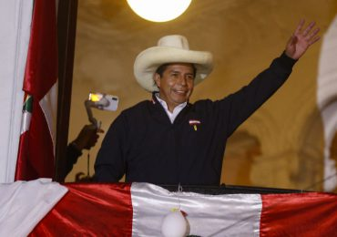 Finaliza conteo de votos en Perú con ventaja para Castillo