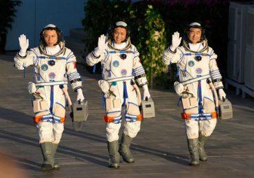 Una misión espacial china llega a su estación espacial