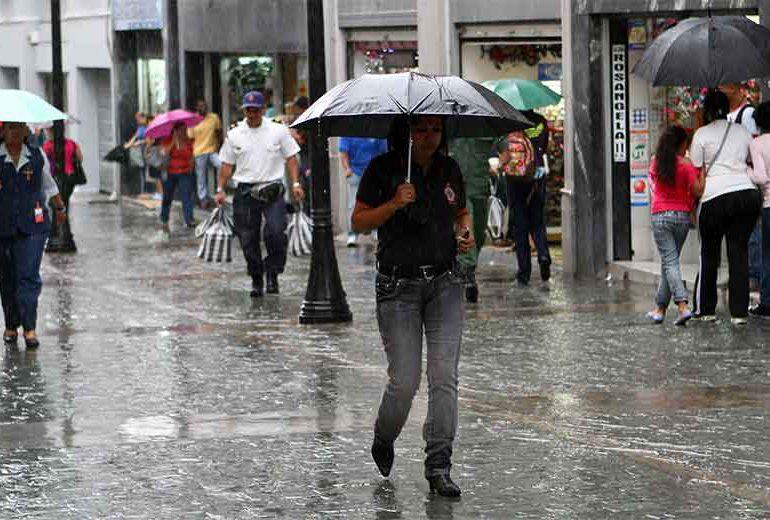 Meteorología advierte onda tropical provocará lluvias en la costa sur