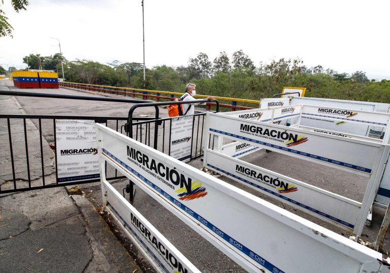 Colombia reabre por sorpresa la frontera con Venezuela