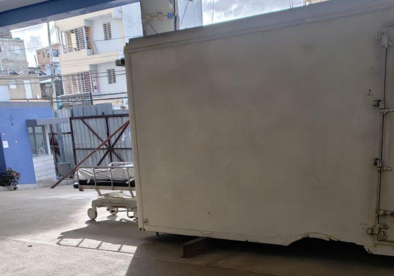 Ciudadano denuncia morgue móvil en entrada de Hopistal Materno Infantil