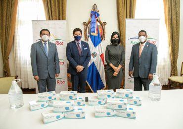 Primera dama recibe 250,000 mascarillas donadas por Fundación Rica