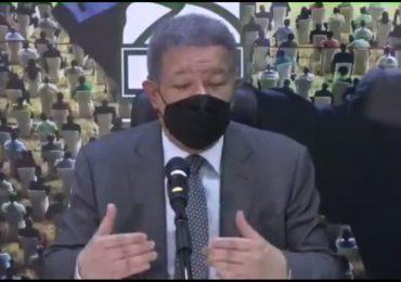 """Leonel Fernández: """"Miembros de la Fuerza del Pueblo se sumarán a trasladar personas para vacunarse"""""""