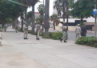 Video | Agentes de la Policía Nacional custodian el Malecón de Santo Domingo