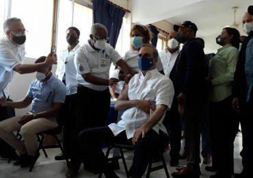 VIDEO | Presidente Abinader completa su dosis de vacunación contra el Covid-19