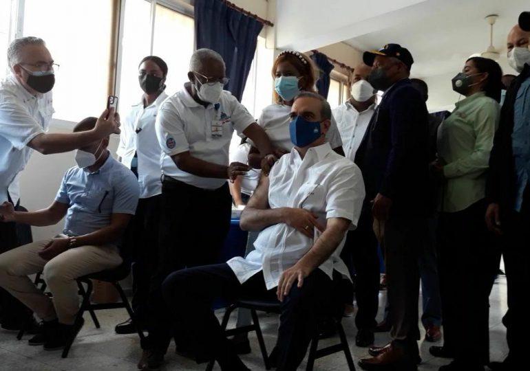 VIDEO   Presidente Abinader completa su dosis de vacunación contra el Covid-19