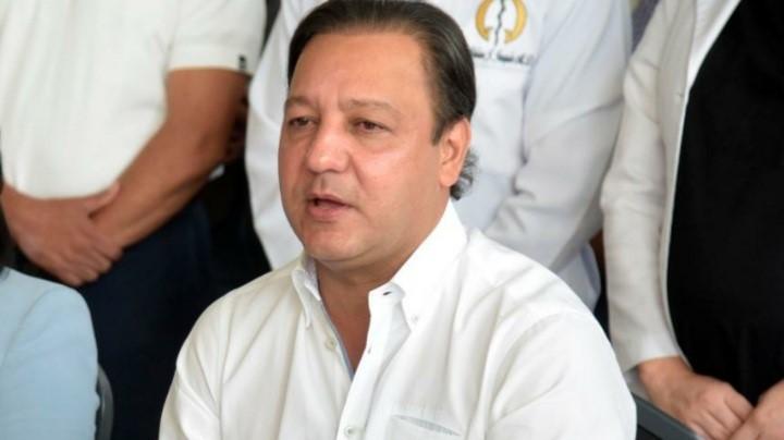 Abel Martínez pide se realicen descuentos a vacunados contra el Covid