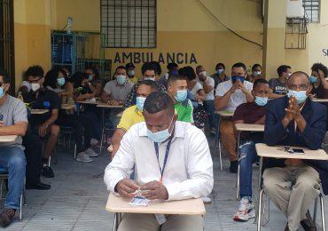 VIDEO | Este lunes la gente continúa asistiendo a vacunarse contra el covid-19